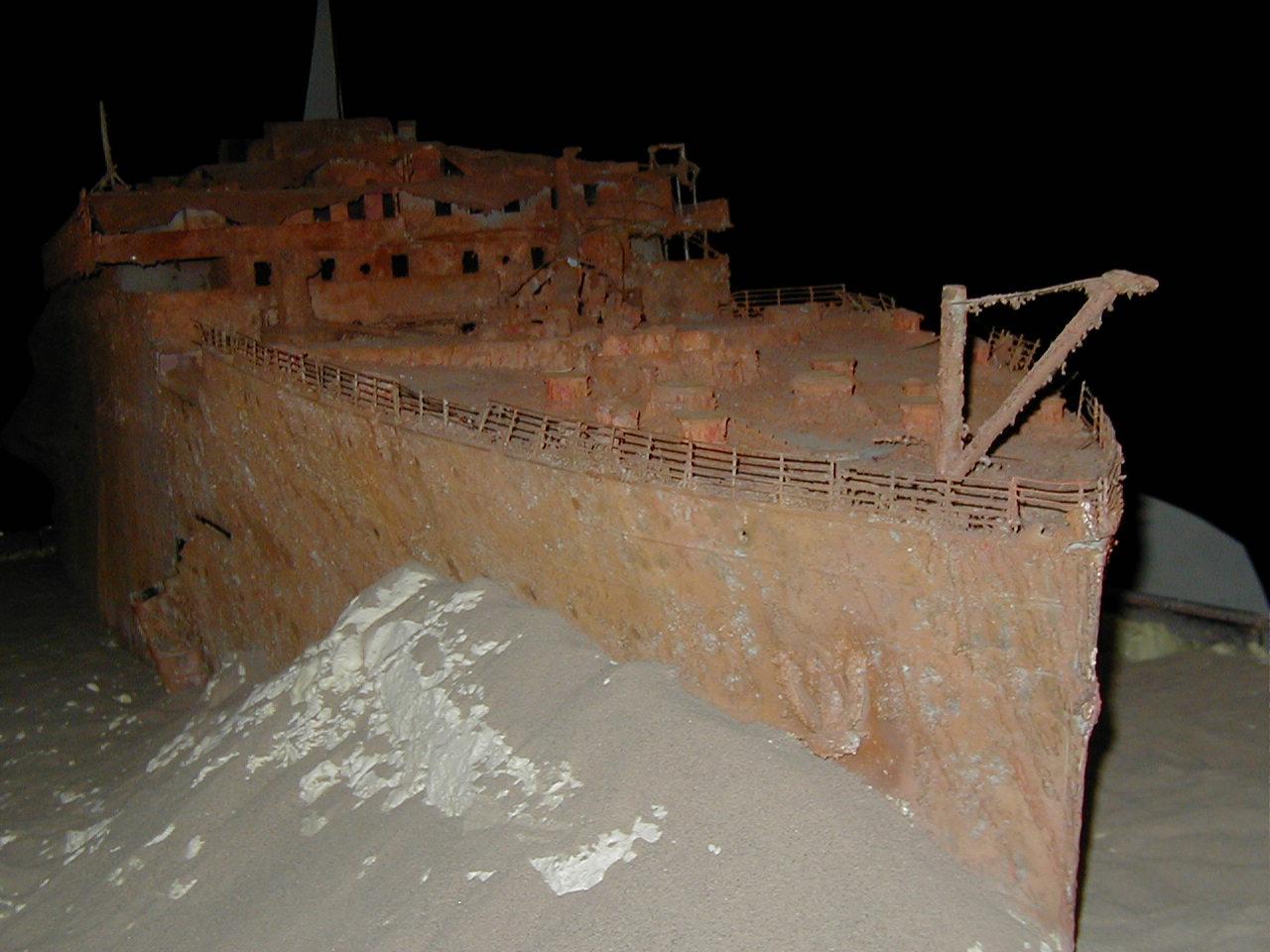 http://1.bp.blogspot.com/-dZ7j2H5Gg-I/TyY-T9IWcLI/AAAAAAAAAH8/DOeJMdv1Aao/s1600/Titanic+wreck.jpg