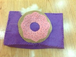 DIY felt food - a box of doughnuts - tutorial and pattern
