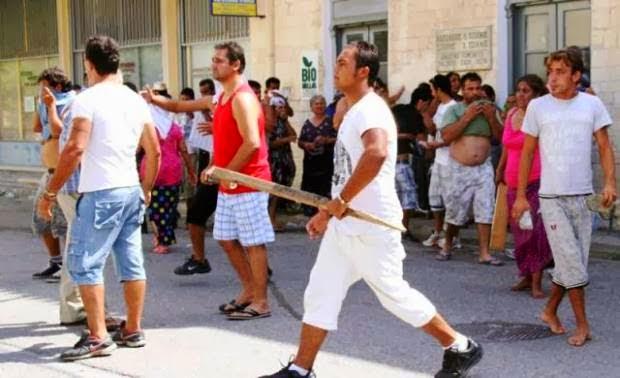 Ασύδοτοι οι ρομά. Πιάστηκε συμμορία που ξυλοκοπούσε και λήστευε οδηγούς ταξί! Δεκάδες άλλοι κλέφτες, έμποροι ναρκωτικών και όπλων, παραμένουν ασύλληπτοι