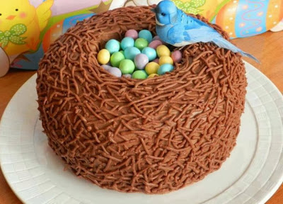 Tarta nido de pájaro con huevos