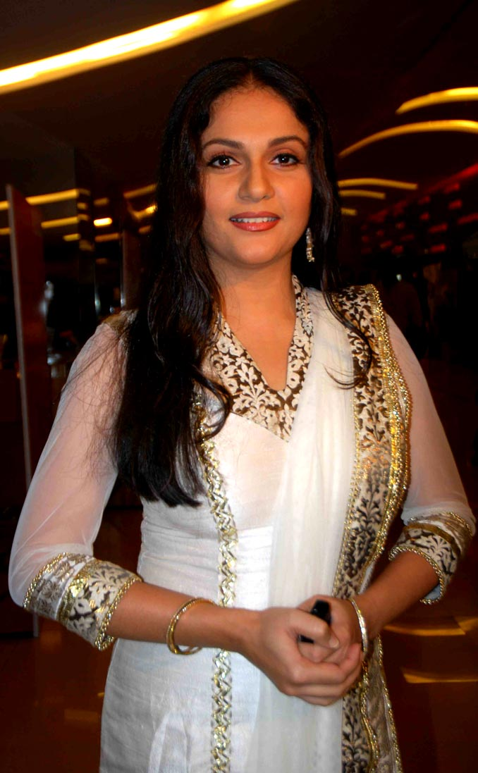desi hot indians actress photos gracy singh hot photos