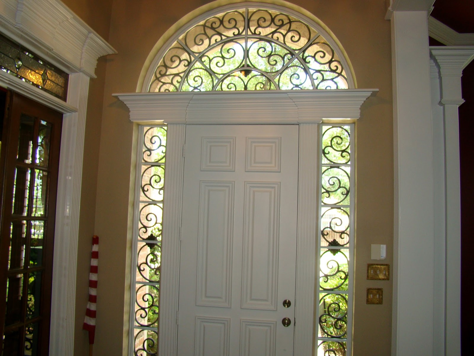 Avenue window fashions plantation shutters tableaux for Window fashions of texas