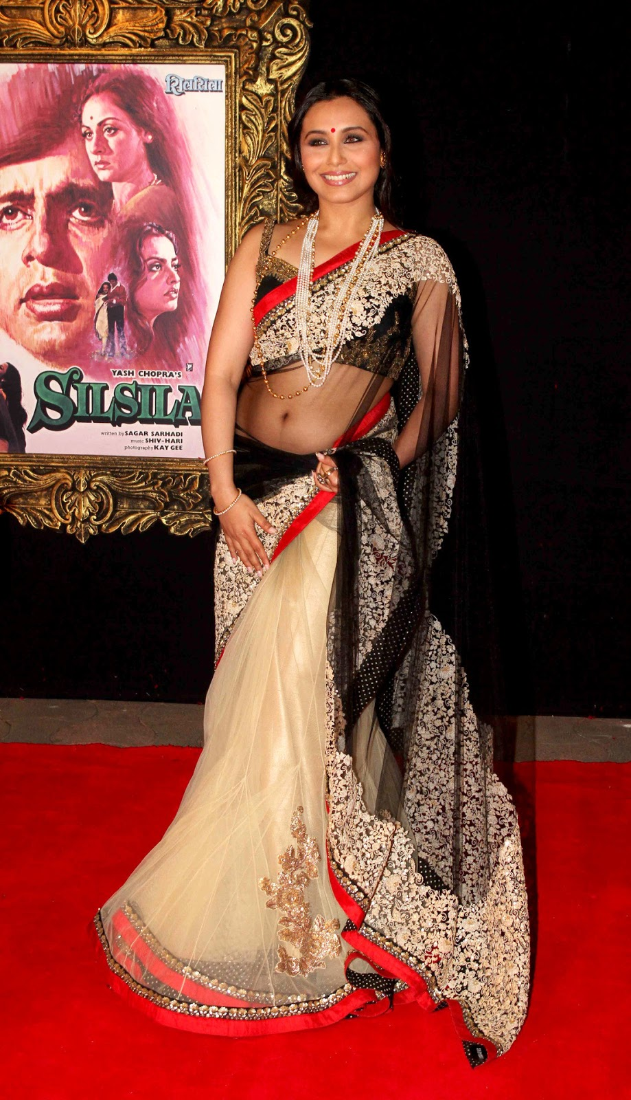 Rani Mukherjee Spicy in Saree Cute Pictures