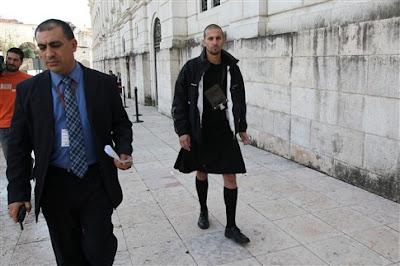 Homem interrompe plenário no Parlamento