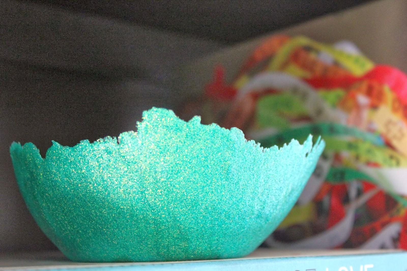 Diy balloon glitter bowl for Glitter bowl