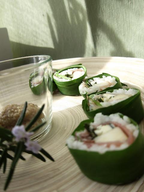 gasztroblog, medvehagymás sushi, recept, medvehagyma, sushi, rizs, kecskesajt, camambert, márványsajt, mozzarella, füge, barack, körte, alma