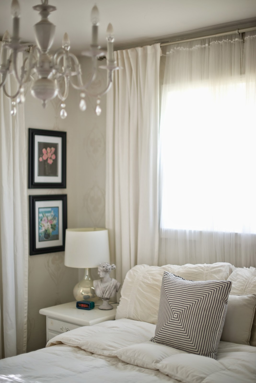 Domestic fashionista creating a quiet bedroom atmosphere for Fashionista bedroom ideas