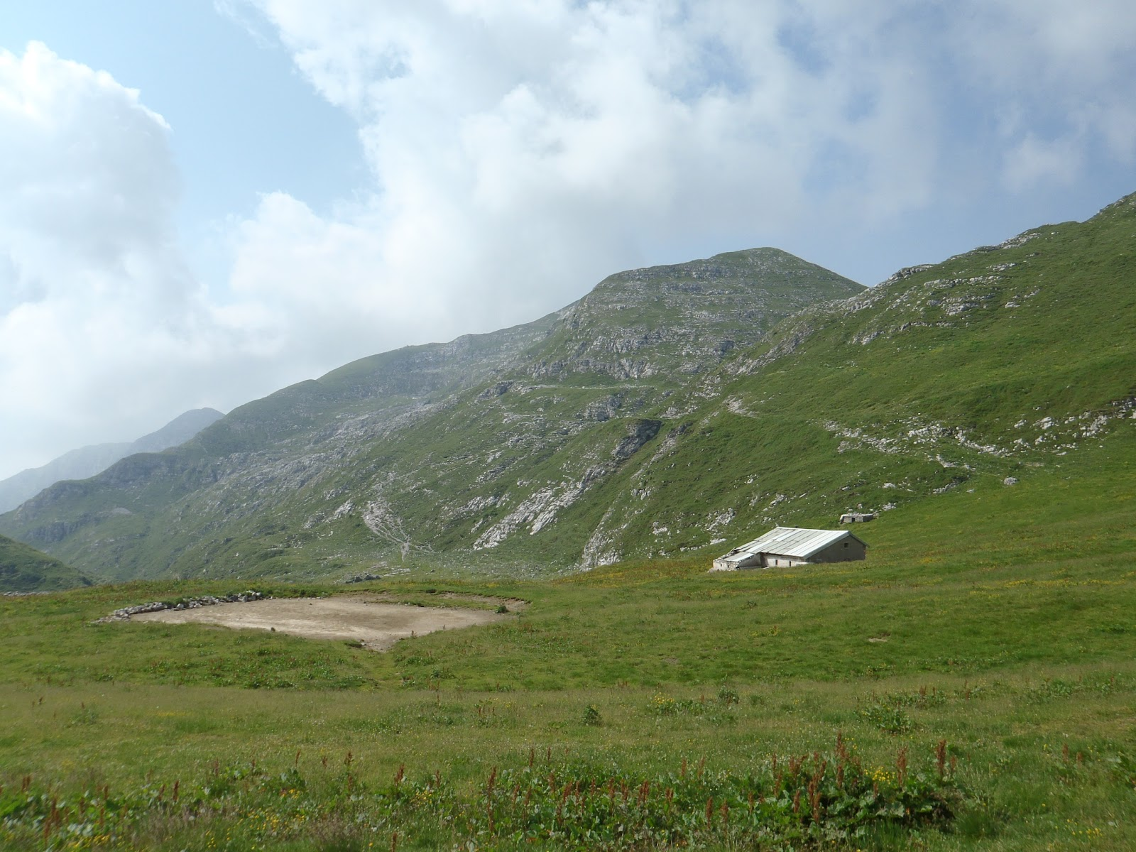 Malati di montagna girovagando sotto al pizzo arera for Le piu belle baite in montagna