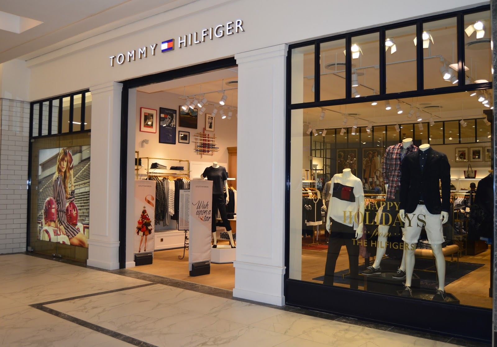 swag craze tommy hilfiger opens a standalone store in. Black Bedroom Furniture Sets. Home Design Ideas