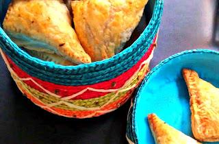 http://cupcakeluvs.blogspot.dk/2015/07/butterdej-samosa-puff-pastry-samosa.html