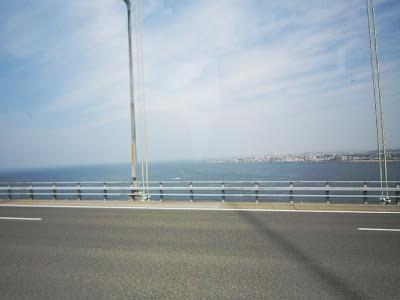バスの中から撮影 明石海峡大橋