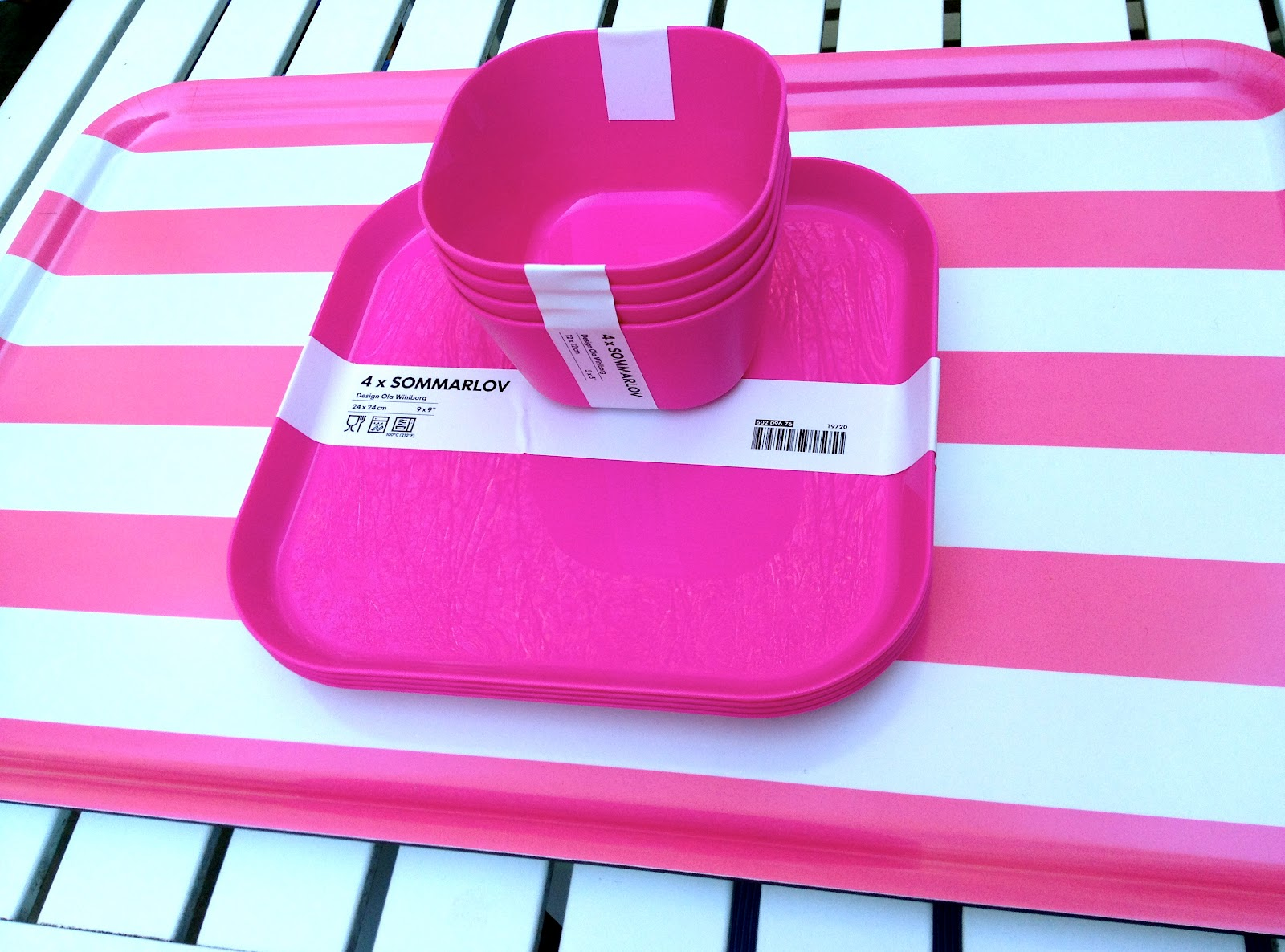 The cutest bright pink plates and bowls and how about that striped melamine tray for $7.99 I couldnu0027t pass it up  sc 1 st  sammer party & sammer party: