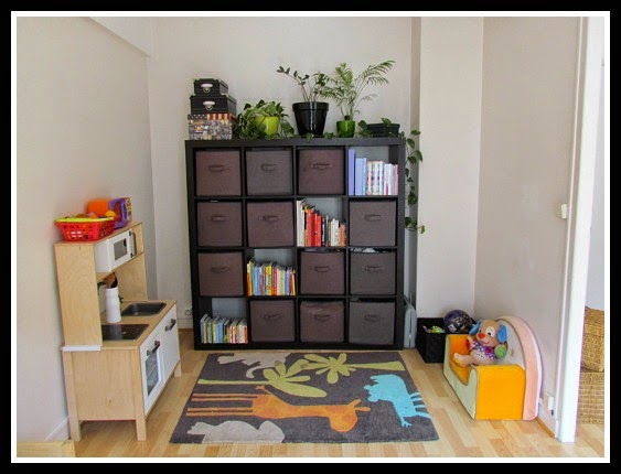 Vicki lesage author tips for a tiny apartment the for Organize small living room