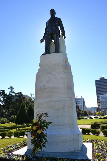 памятник Хью Лонгу