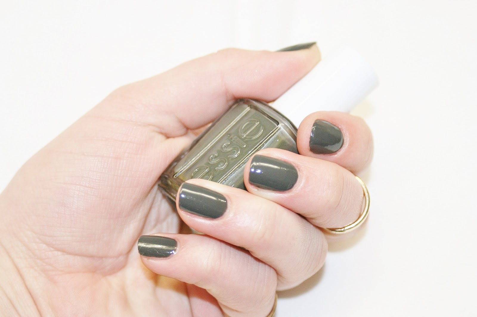 Katherine Penney Chic Style Beauty Manicure Nails Polish Essie Khaki Spring Pretty Gold Rings Urban Modern