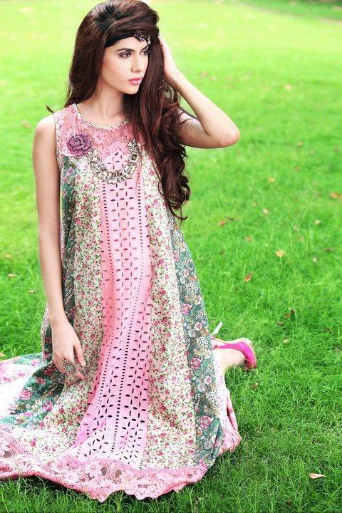 http://1.bp.blogspot.com/-dagmbDW24y0/Tlc_K75O2mI/AAAAAAAAElU/j4ioxTI7JDw/s1600/Ready+to+Wear+Dresses+for+Women+by+Farida+Hasan.jpg