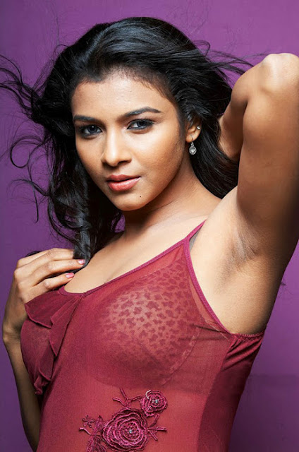 Hot Actress Picx ― Saranya Hot