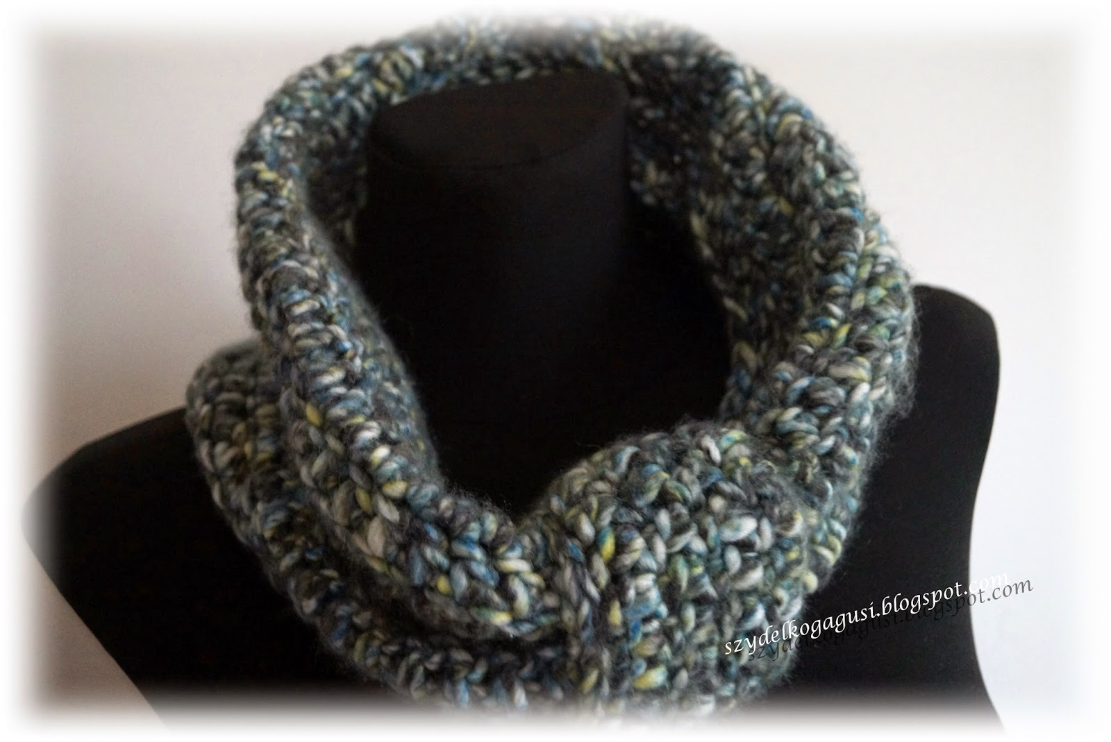 crochet Aresa scarf