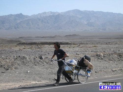 4 Tahun Keliling Dunia Berjalan Kaki Sejauh 40,000 KM