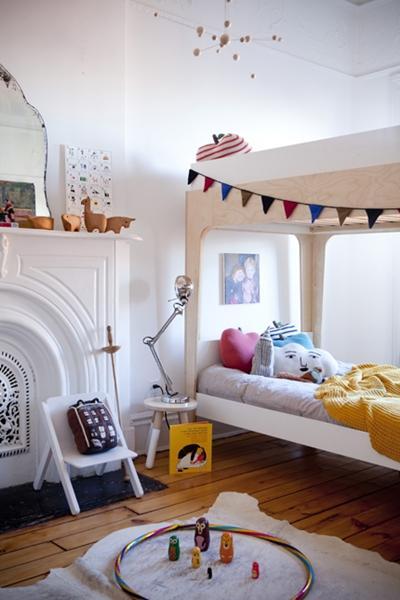 decoracion nordica escandinava para niños en habitacion infantil vintage con guirnalda