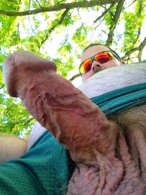 Barbudo safado de pau veiudo e grosso na bronha
