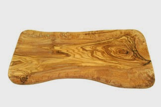 Ausgefallener Nachttisch selber bauen: Holzstamm mit Seil