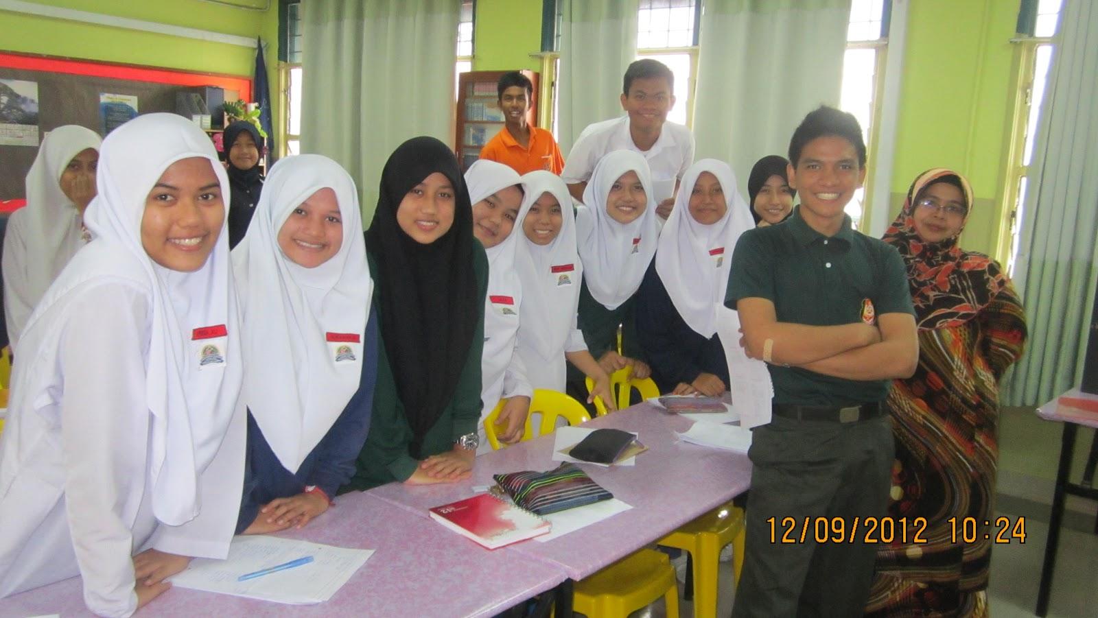 Kesusasteraan Melayu yang diadakan di Bilik APD, SMK Cheras Jaya