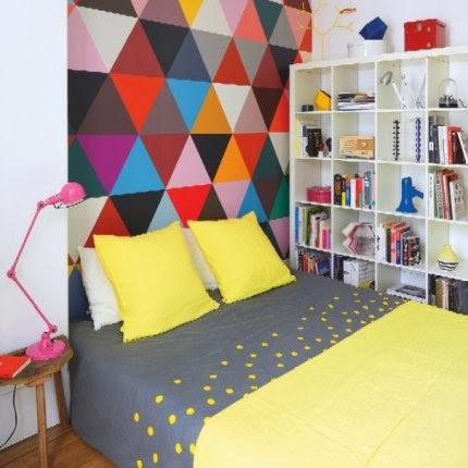 Designklassiker farbenfroh kombiniert in Haussmann-Wohnung in Paris