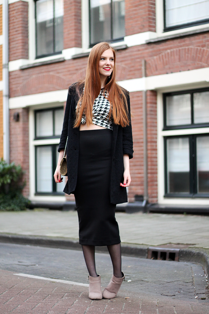 Fashion blogger outfit crop top houndstooth midi skirt lace dutch