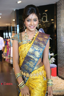 Vithika Sheru Pictures in Saree at Kalanikethan New Wedding Collections Event 0019