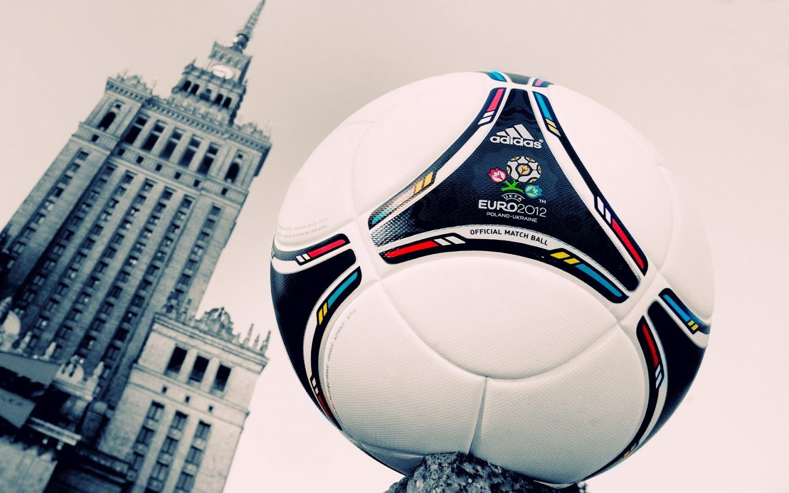 http://1.bp.blogspot.com/-dd9hgOtUMQw/UAEz9PudqdI/AAAAAAAAAt4/jXHVWGC82Io/s1600/UEFA+Euro+2012+Match+Ball+Wallpaper.jpg