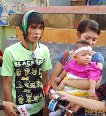 JAKARTA: Bekas vokalis Kangen Band, Andhika 'diserang' secara berterusan oleh bekas isterinya.