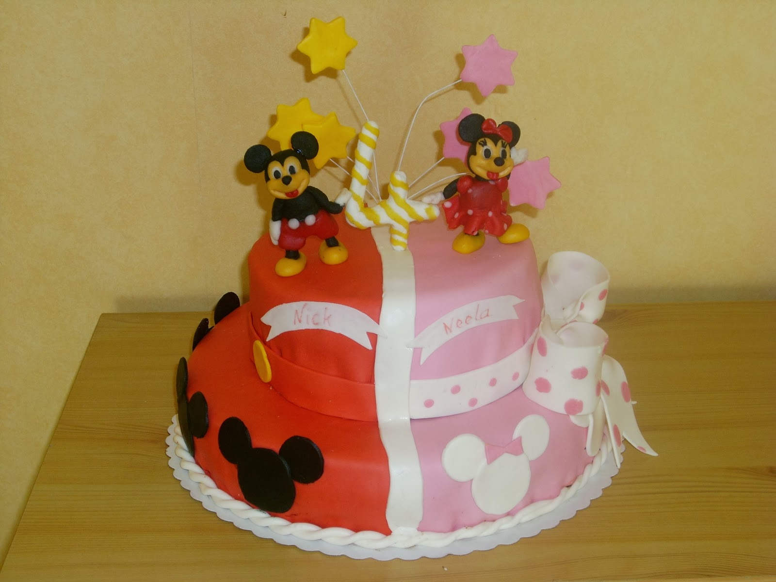 andrea s tortenhobby minnie und mickey torte mit 2 seiten. Black Bedroom Furniture Sets. Home Design Ideas