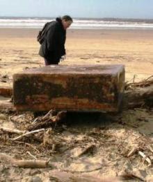 misteriosa caja metálica en las playas de oregon