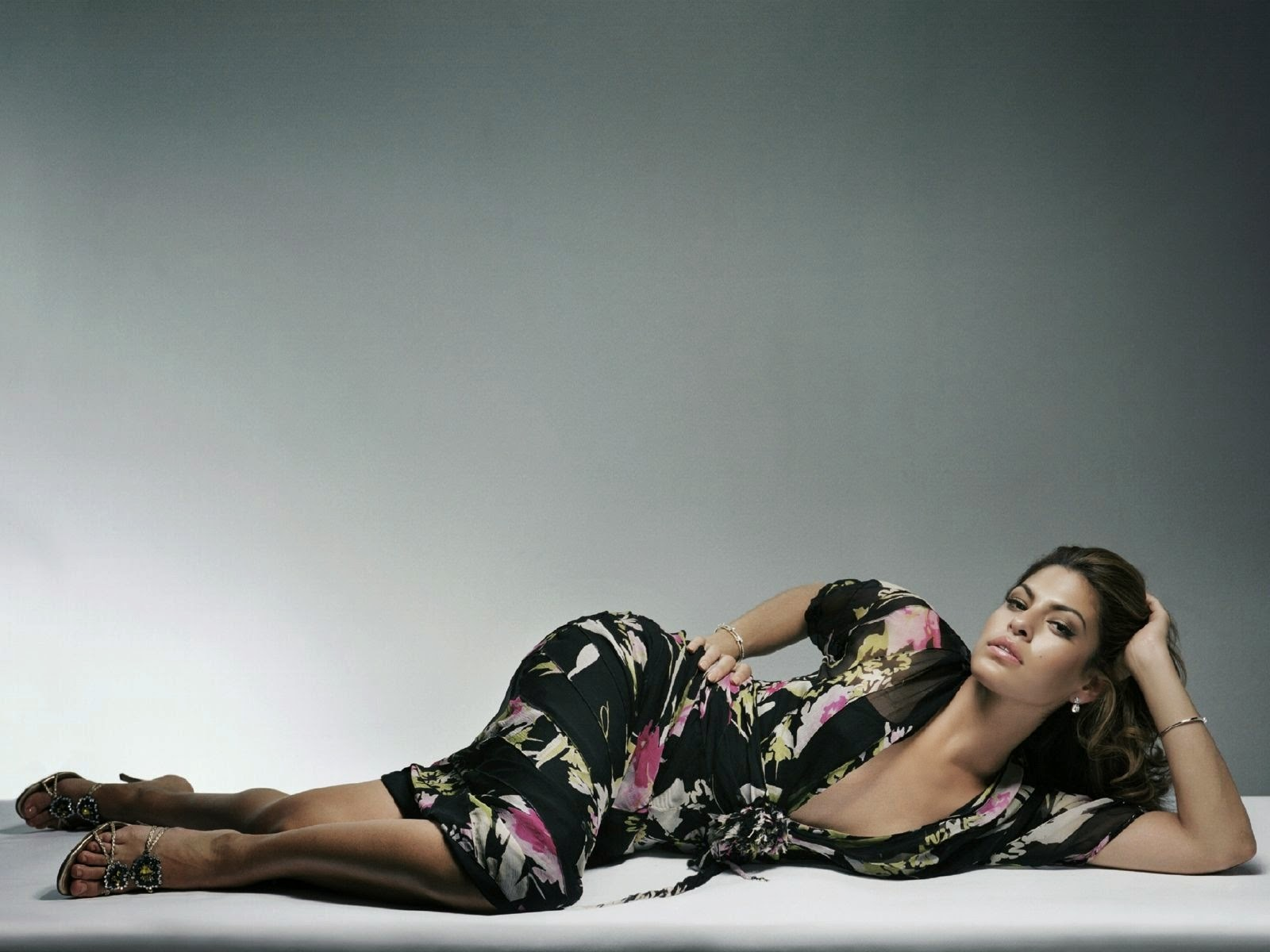 Eva mendes sexy hot alone sleeping wallpaper