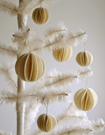 http://www.purlbee.com/2011/11/17/mollys-sketchbook-felt-snow-ball-ornaments/