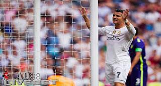 Agen Piala Eropa - Real Madrid dibuat frustasi oleh pertahanan Malaga dalam lanjutan Liga Spanyol, Minggu 27 September 2015 dini hari