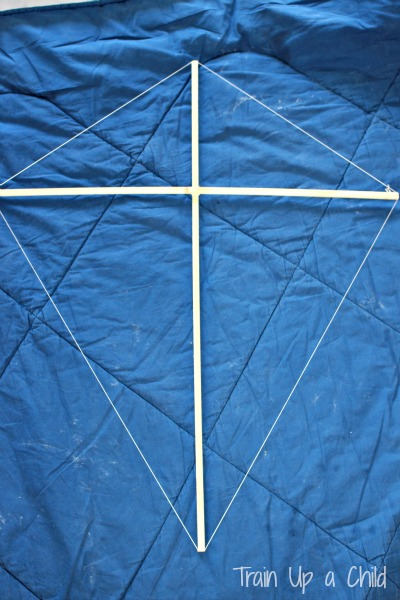 Outline the kite with string, pulling it taunt.
