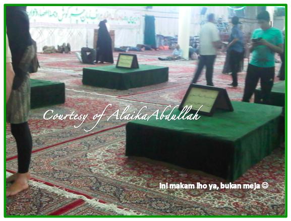 Makam lain di mesjid Khomeini