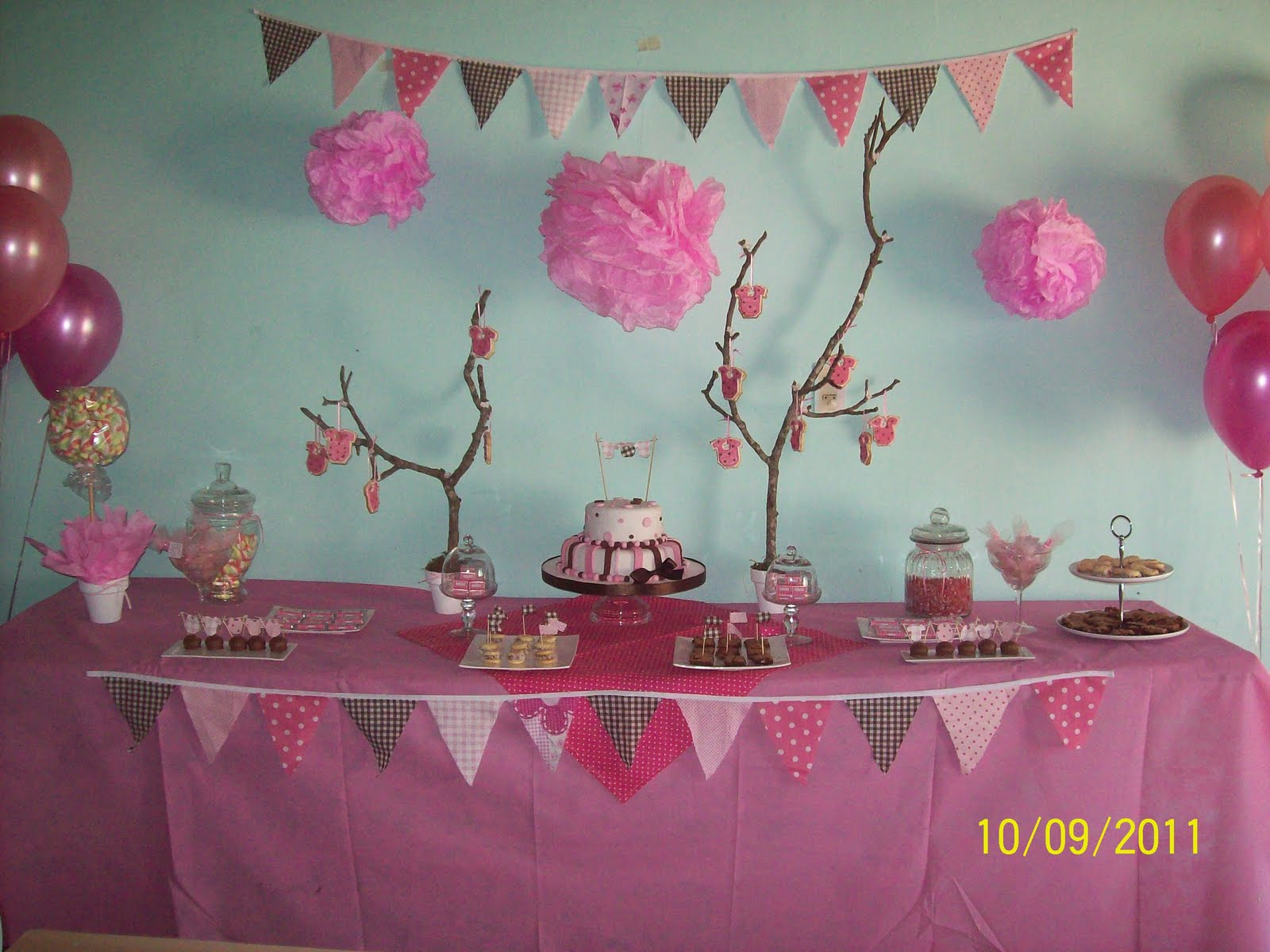 en tonos rosas y chocolates este baby shower super delicado para la