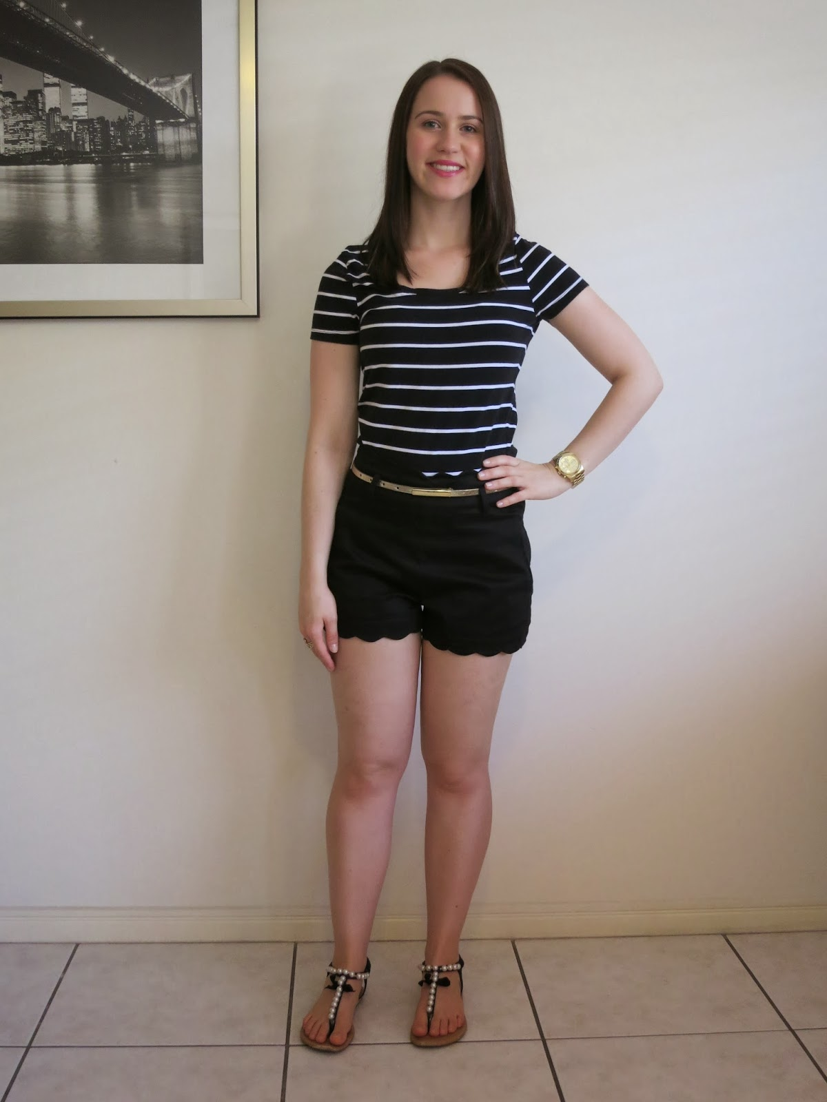 petite outfit, college outfit, university outfit, petite girl outfit, striped t-shirt  and high waisted shorts, gold jewellery