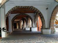 Les voltes d'arc de mig punt de la porxada de la Plaça de la Vila