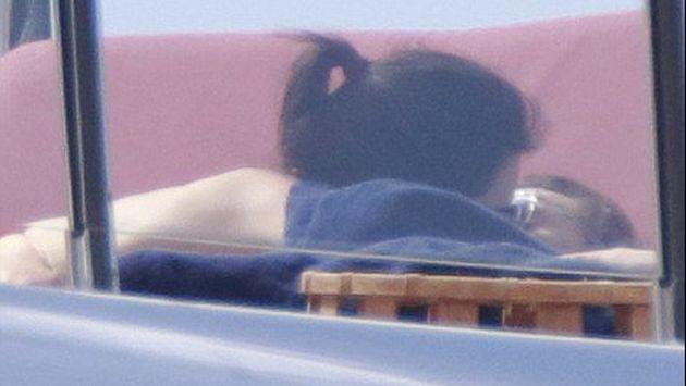 Harry Styles y Kendall Jenner fueron fotografiados juntos en un yate en St.Barths, Francia.