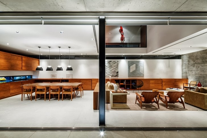 Bright interior in Modern Planalto House by Flavio Castro