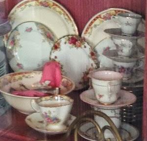 Royal Albert\u0027s Old Country Roses in the Center & Dr. Dinnerware: Old Country Roses Dinnerware Spotted in Hogsmeade ...