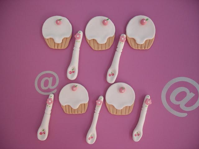 Cupcake e Colher em biscuit, ímã de geladeira