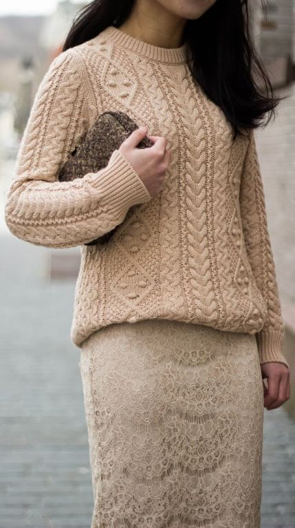 street style: neutral colors, knitted sweater and lace skirt outfit