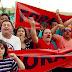 Protesto marca posse de prefeito eleito e vereadores em Paulínia, SP