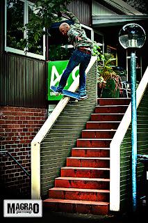 jamie-thomas-rockslide-frontside-escadaria-camisa-xadrez