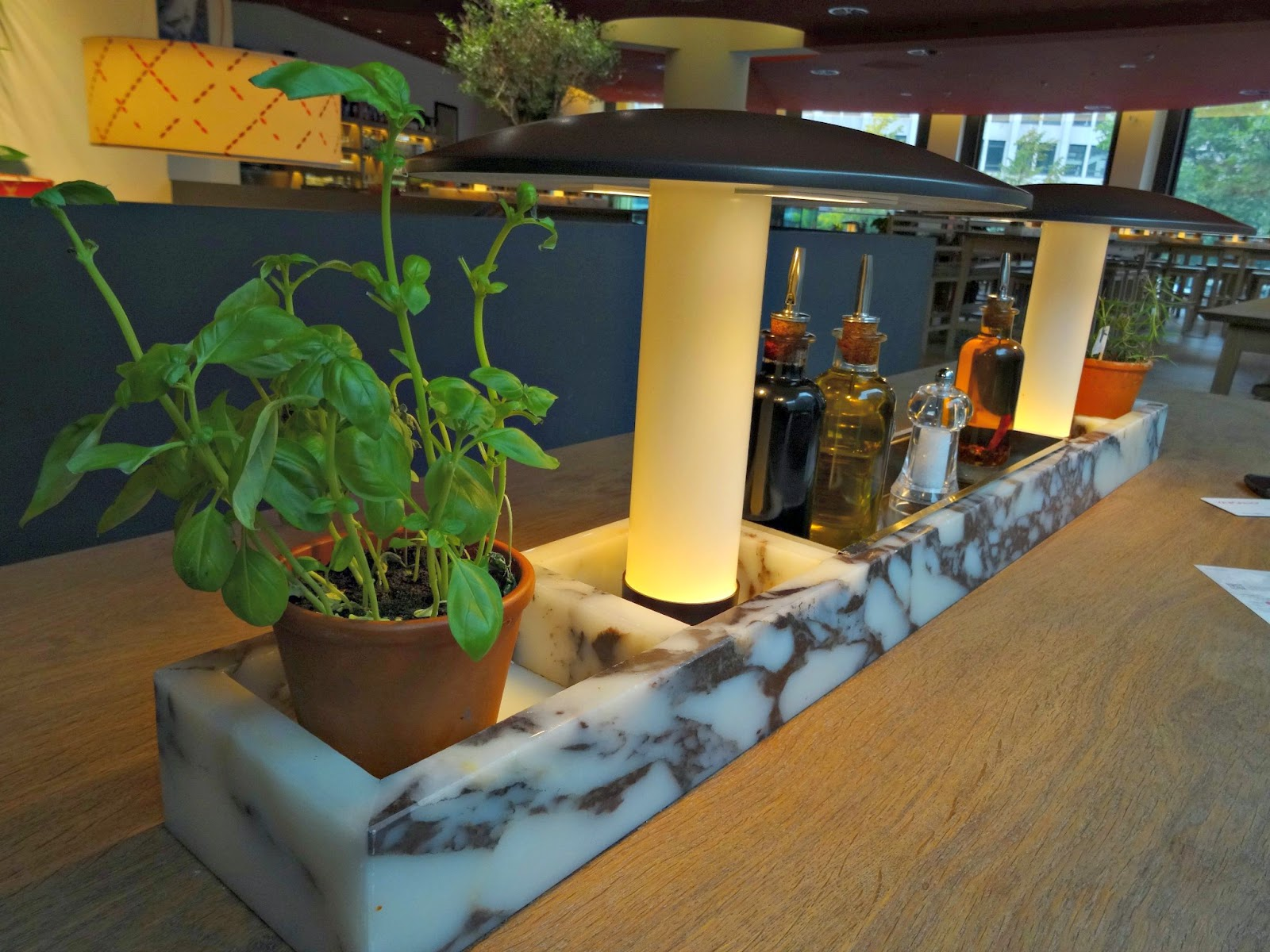 Vapiano Table and herbs
